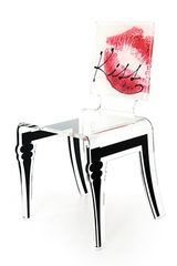 Chaise rouge en plexiglass Graph Kiss . Acrila.