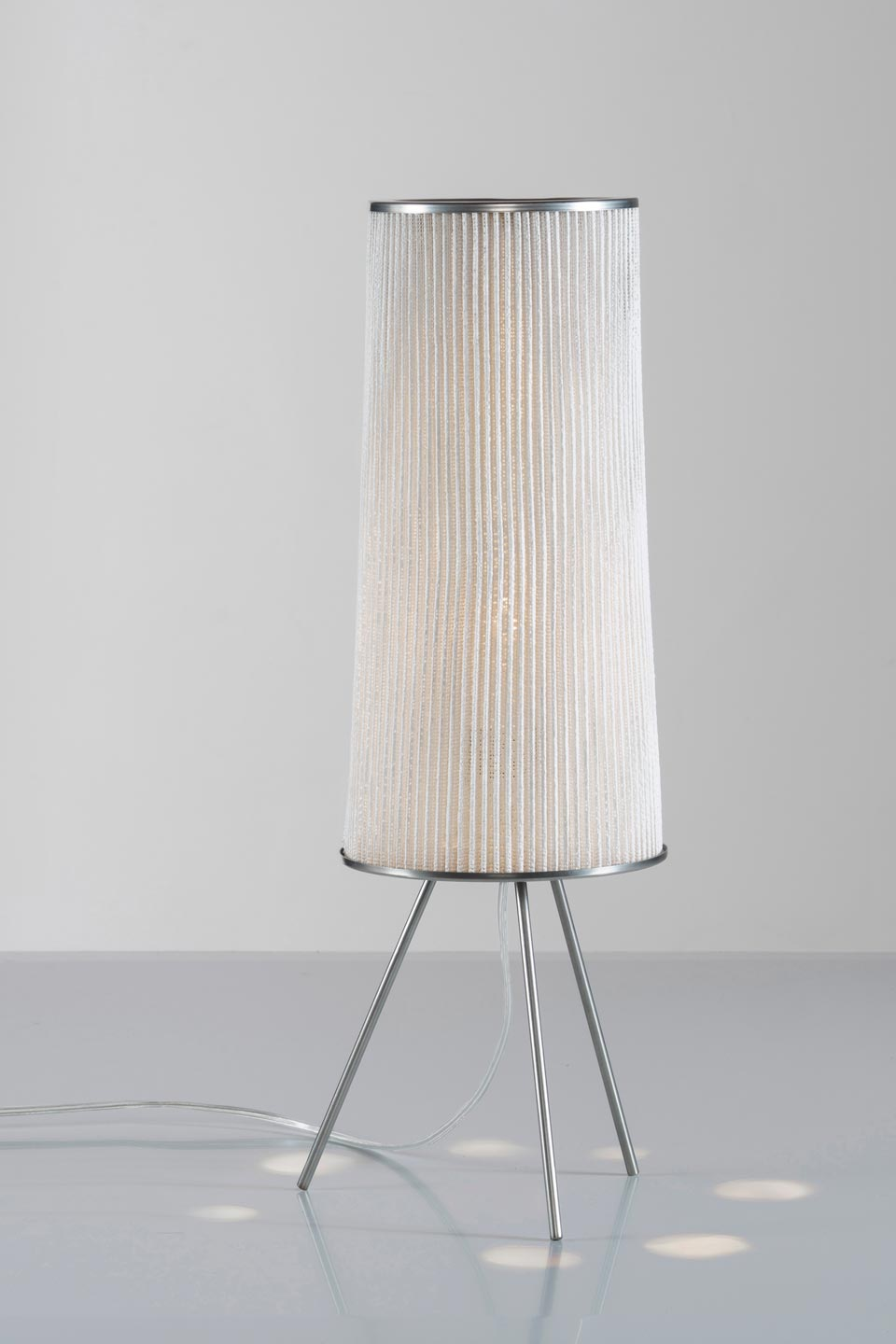 Ura lampe de table contemporaine blanche . Arturo Alvarez.