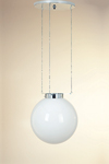 Suspension boule en verre opale blanc 25cm. Contract&More.