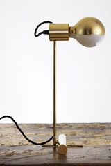 Minimalist golden table lamp. Contract&More.