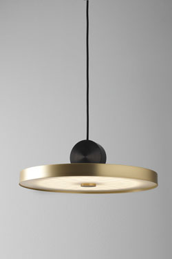 Wide suspension Calée V4 minimalist in brass and polycarbonate. CVL Luminaires.