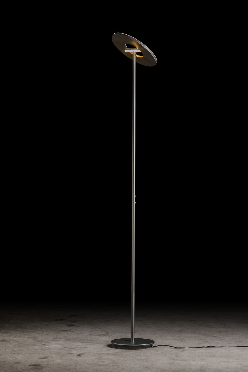 NOVA grand lampadaire Design finition platine. Holtkötter.
