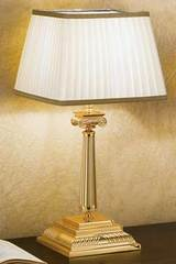 Gold-plated bronze table lamp with square base. Masiero.